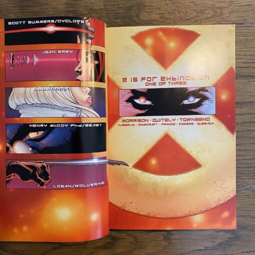 New X-Men: Omnibus [OHC] Conditie: Tweedehands, als nieuw - Het Marvel logo op de zijkant van de stofomslag is een beetje verkleurd, zie de foto's. Marvel 4